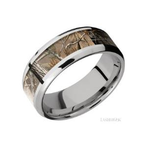 8 mm wide/Beveled/Cobalt Chrome band with one 5 mm Centered inlay of RealTree AP.
